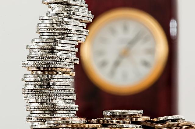 komínek z peněz, hodiny