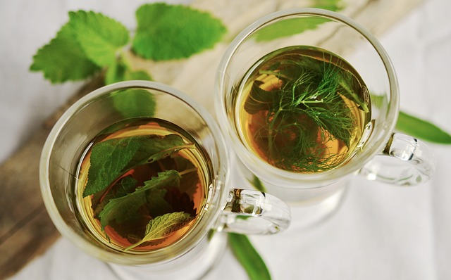 čaj ve skleničkách