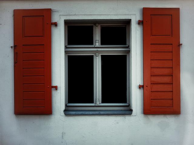 oranžové okenice