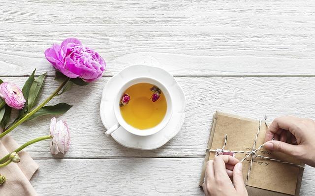 čaj s květy