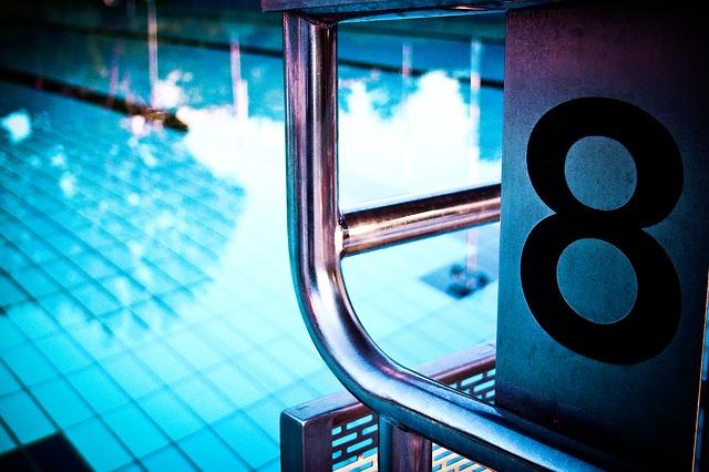 osmička u bazénu