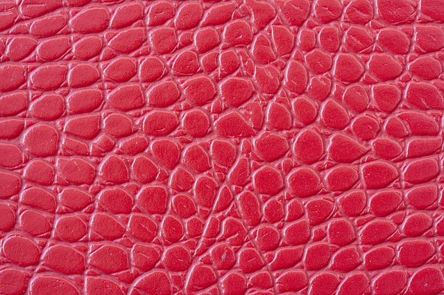 červená hadí kůže